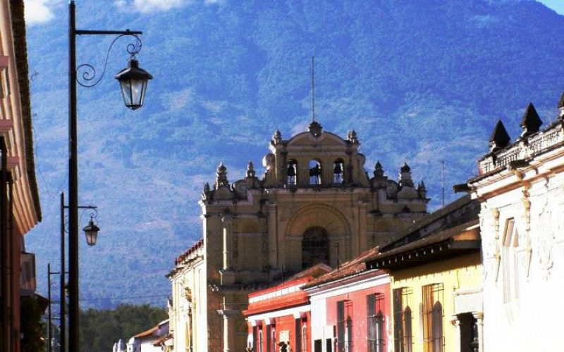 Krásna Antigua a tajomné Atitlán