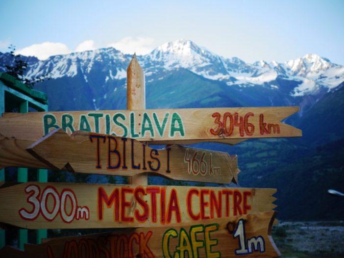 Trek na ľadovec Shkhara a policajný doprovod