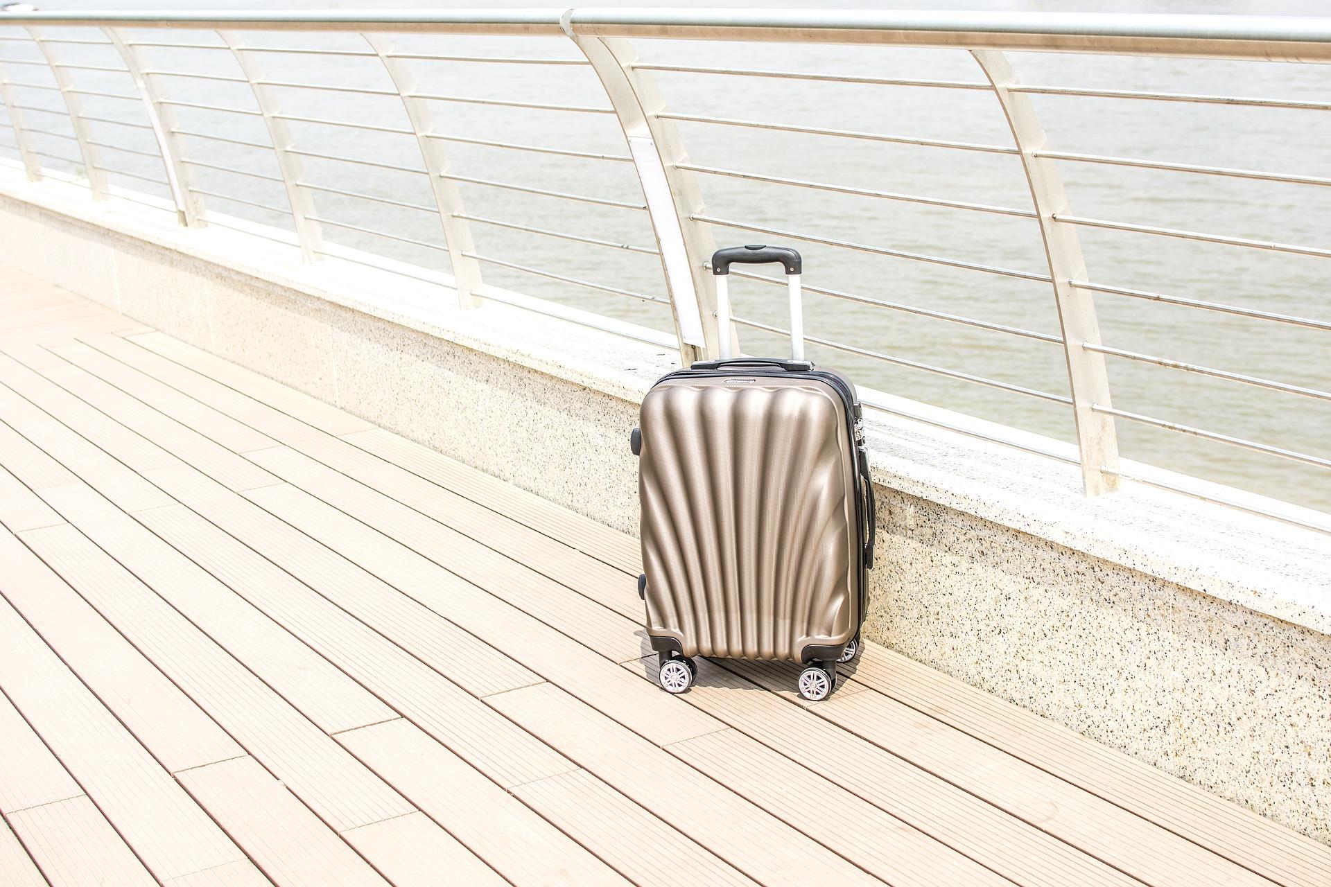Cestovanie s príručnou batožinou šetrí čas aj peniaz