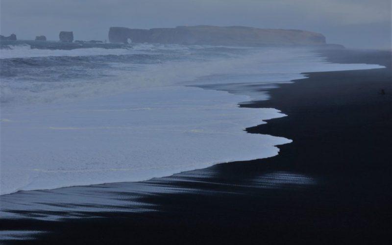 Čierne pláže vo Vík a vrak lietadla